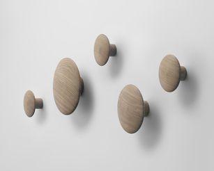 patere-the-dots-wood-chene-naturel_muuto