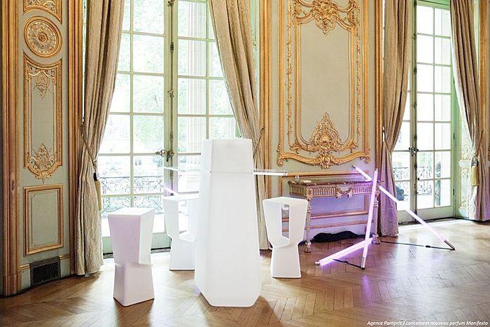 qui-est-paul-apporte-sa-note-coloree-lors-de-l-inauguration-de-la-nouvelle-fragrance-d-ysl-P173900