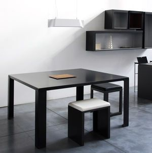 table-carree-big-irony-zeus-135-x-135-cm-acier-phosphate-in-ty