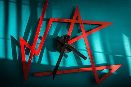 Horloge-Time-Maze-par-Daniel-Libeskind-pour-Alessi_16
