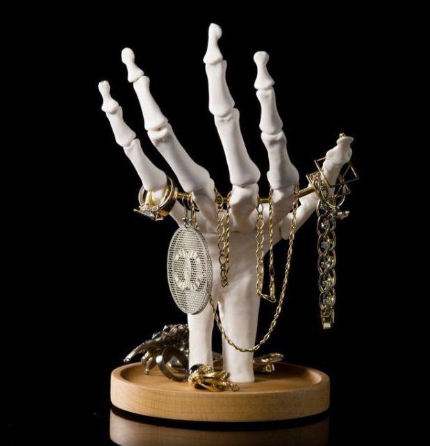 skeleton-hand-in-ty_orig